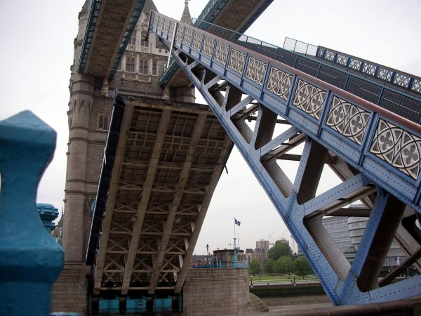 Touring London - Tower Bridge Raising