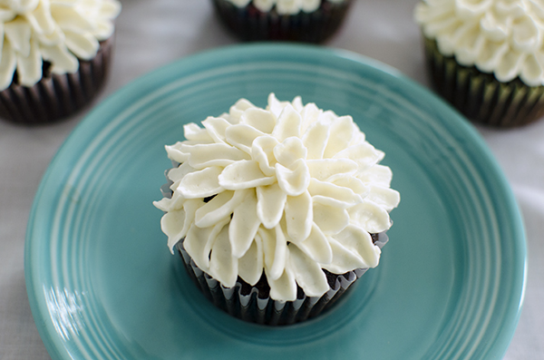 Your Favorite Recipes of 2013 :: Mum Frosted Cupcakes