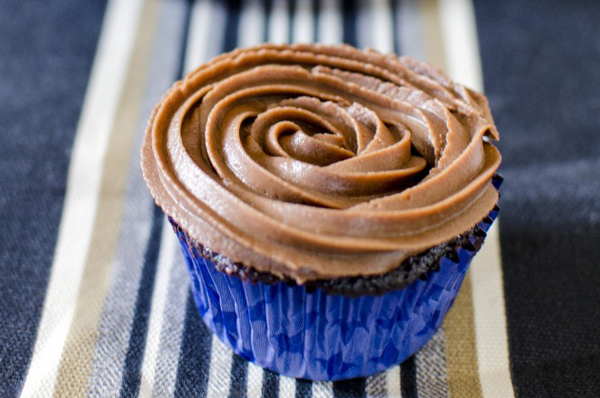 Best Chocolate Cupcake Recipe Ever - with Chocolate Cream Cheese Frosting